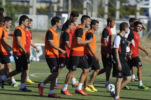 Los jugadores sevillistas, entrenándose (Marcamedia).