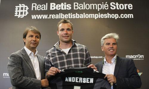 Stephan Andersen, el día de su presentación en el Betis.