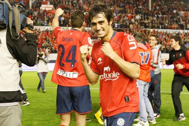 Arribas celebrando la permanencia de Osasuna (Marcamedia).