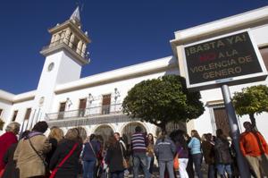 Los vecinos de Marchena se manifestaron en su momento contra el brutal crimen.