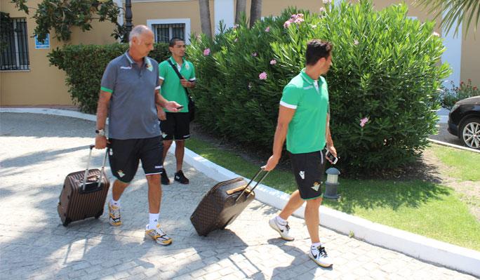 Lolo Reyes y Rubén Castro, al dejar Montecastillo con el médico / Real Betis