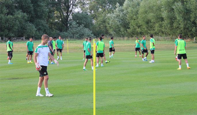 Foto del primer entrenamiento en Inglaterra, esta tarde / Real Betis