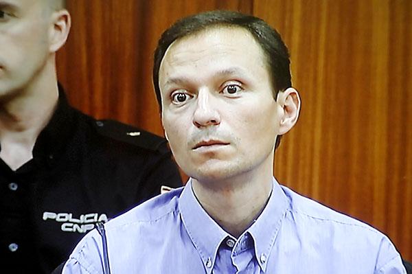 12/07/2013.- José Bretón, en el momento de escuchar el veredicto pronunciado por un jurado popular, compuesto por siete mujeres y dos hombres, que lo han considerado culpable por unanimidad del asesinato de sus dos hijos. / EFE