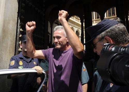 Cañamero, a su salida de la sede del TSJA en Granada. EFE