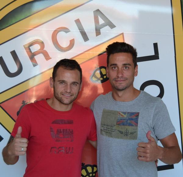 Casto posa junto a Iván Moreno / Real Murcia