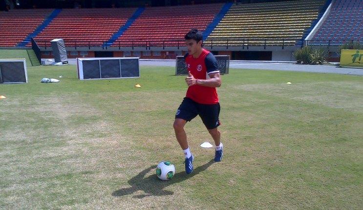 Perotti, entrenándose en Colombia (Sevilla FC)