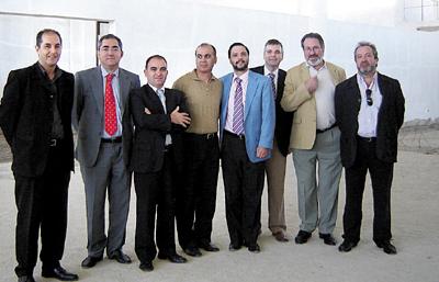 Domingo Enrique Castaño, el tercero por la derecha, junto a Mellet en un viaje.