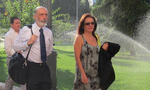 Etxeberría, junto a la letrada Carrero, a su llegada a los juzgados