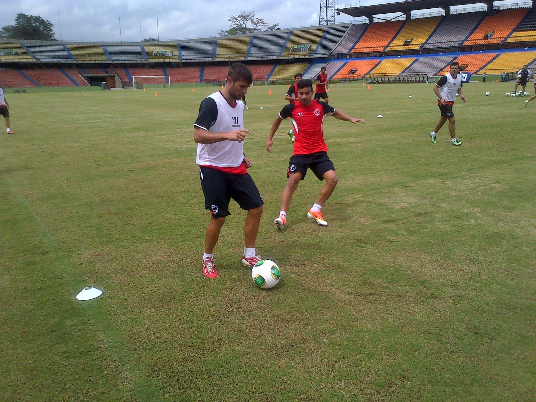 Coke y Rabello, durante el entrenamiento (Sevilla FC).