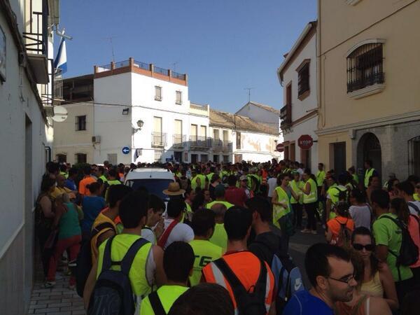 Imagen de las decenas de vecinos que participaron ayer en la búsqueda de Juan Felipe Jurado. / Twitter @infoemergencia