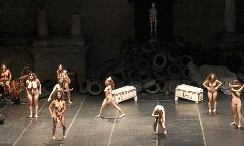 'La satisfacción del capricho' estrena el certamen de danza en el teatro romano de Itálica. Fotografía: J. M. Espino (Atese)