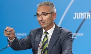 El portavoz del Ejecutivo andaluz, Miguel Ángel Vázquez, durante la rueda de prensa ofrecida tras la reunión del Consejo de Gobierno. Foto: EFE
