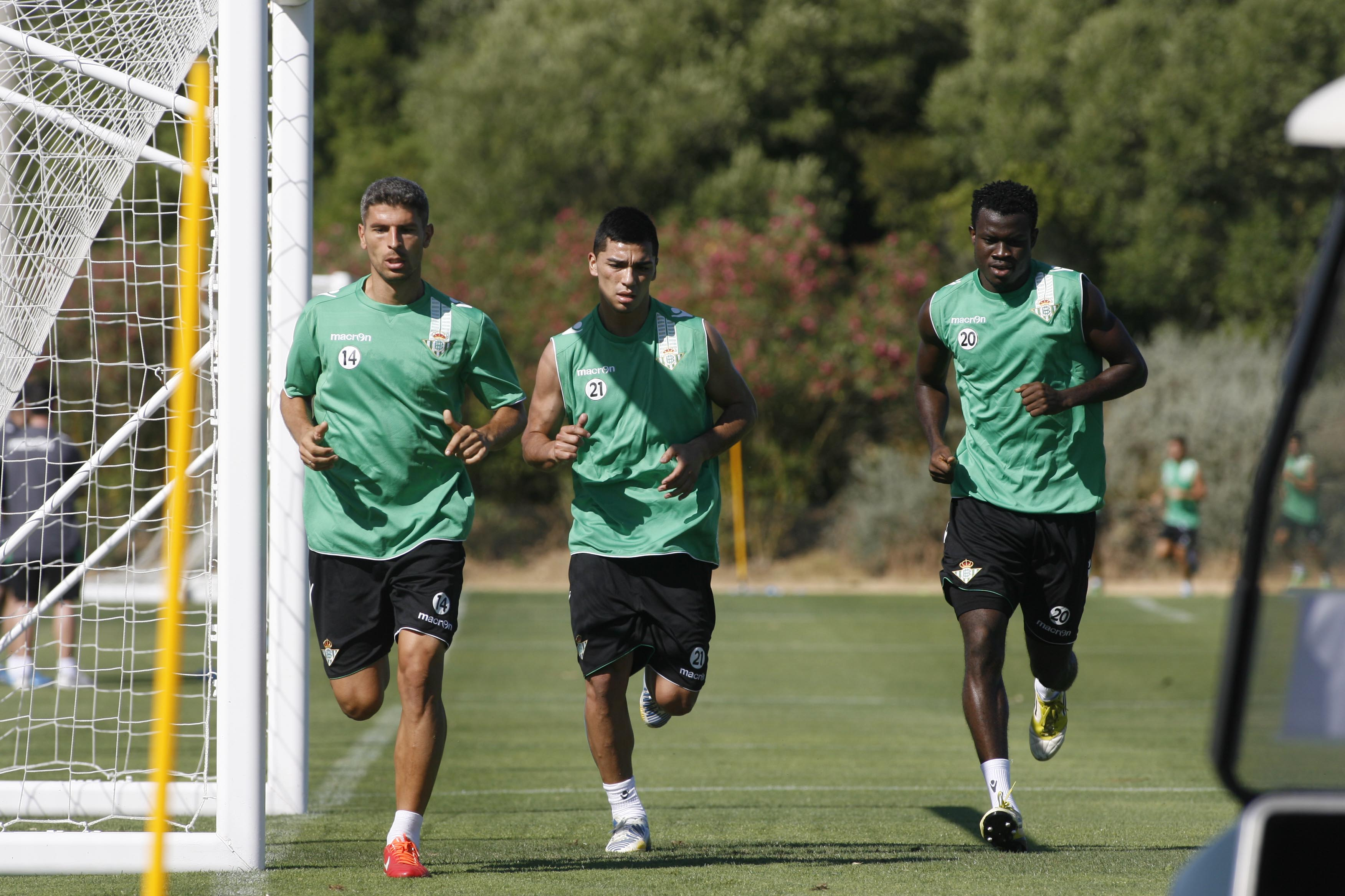 Nosa remata entre dos jugadores del Braga / Marcamedia