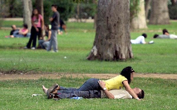 pareja-parque