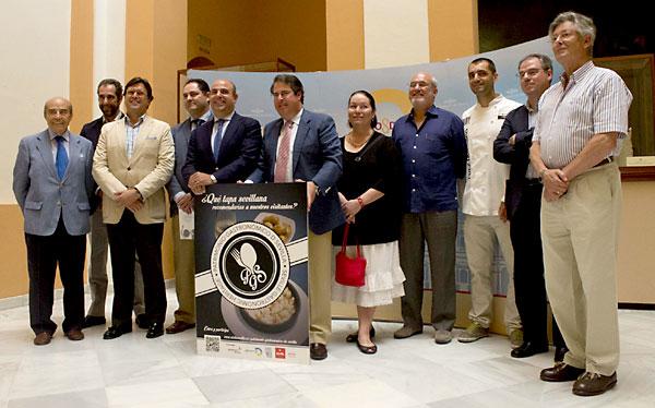 """Gregorio Serrano presenta el proyecto """"Patrimonio gastronomico de Sevilla"""" en el Ayuntamiento. / Manuel R. R. (Atese)"""