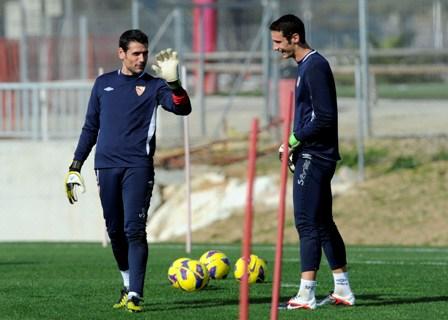 Palop y Sergio Rico, durante un entrenamiento (Marcamedia).