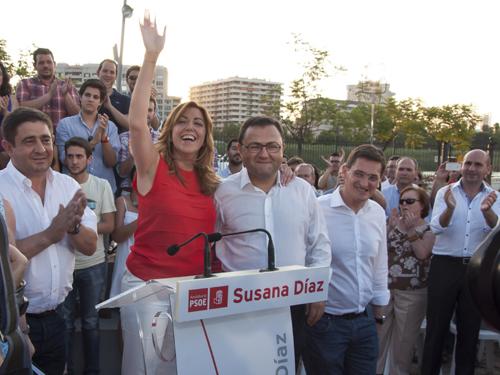 La consejera de Presidencia, Susana Díaz, saluda en un acto público en Sevilla. Foto: EFE