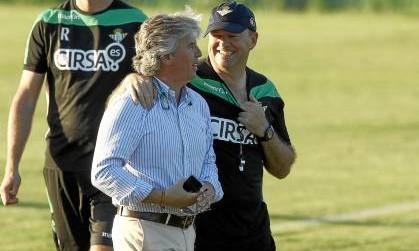 Miguel Guillén y Pepe Mel conversan amigablemente / Marcamedia