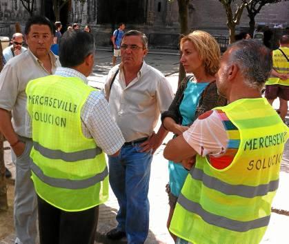 Los trabajadores se encerraron en la Catedral en señal de protesta durante la negociación del ERE.