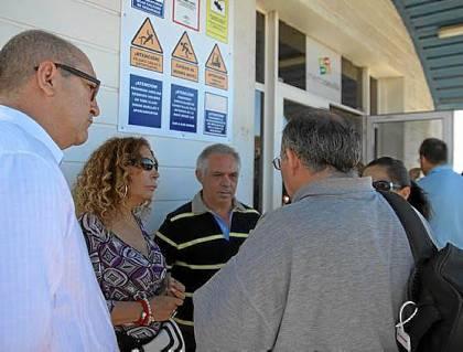 Pilar Távora, candidata a la Alcaldía de Sevilla por el PA, se reunió ayer con los trabajadores.