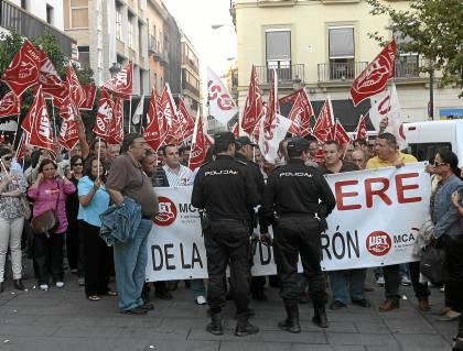 Protesta de los trabajadores de la base de Morón contra el ERE de 2010.