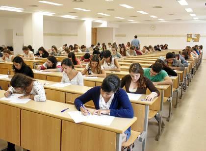 En la imagen, estudiantes sevillanos en las últimas pruebas de Selectividad de junio pasado. Foto: E.P.
