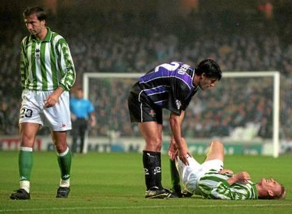 Filipescu, Caminero y Karhan, en el Betis-Valladolid de la 99-00.