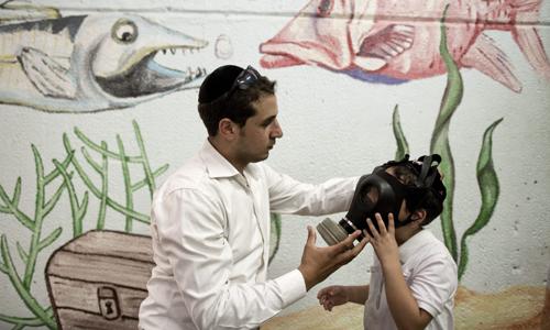 La demanda de máscaras de gas se ha disparado en países limítrofes como Israel. /EFE