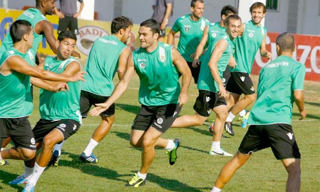 Jorge Molina será de nuevo el centro del ataque del Betis / J.M. Paisano (Atese)