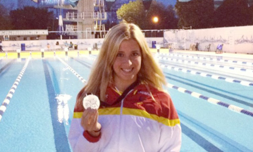 Marta Gómez Battelli posa con su medalla en Montreal.