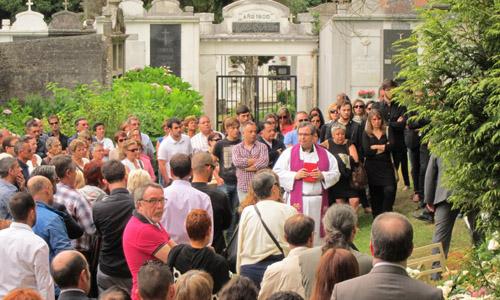 Sepelio de Rosalía Mera en Oleiros (A Coruña)