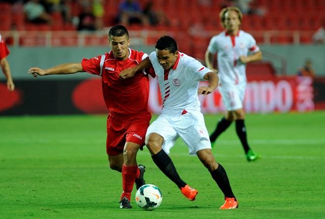 Bacca, durante el partido de ida ante el Podgorica (Marcamedia).