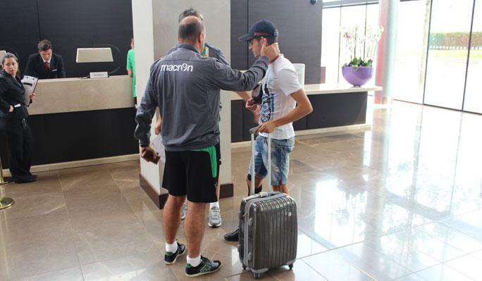 Pepe Mel se despide de Álex Martínez, hoy / Real Betis