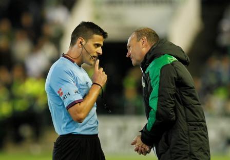 Gil Manzano y Mel, cara a cara en el último Betis-Dépor / Marcamedia