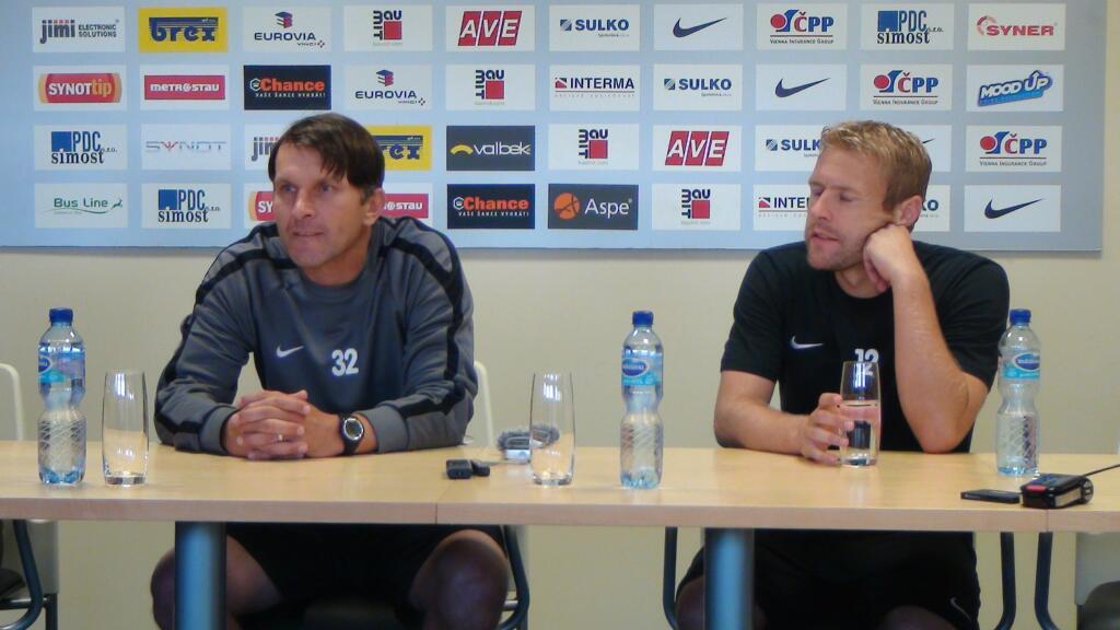 Roman Skuhravy y el capitán, Piták (con los ojos cerrados), hoy.