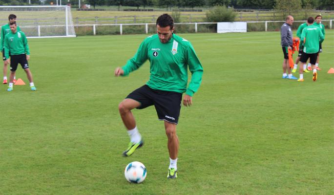 Xavi Torres, en su primer entrenamiento en Chester / Real Betis