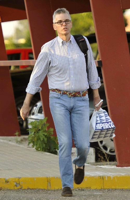 Domingo Enrique Castaño, exasesor municipal del PSOE encarcelado en la última rama del caso Mercasevilla, ha salido hoy de prisión tras abonar los 60.000 euros de fianza que la ha impuesto la juez del caso.