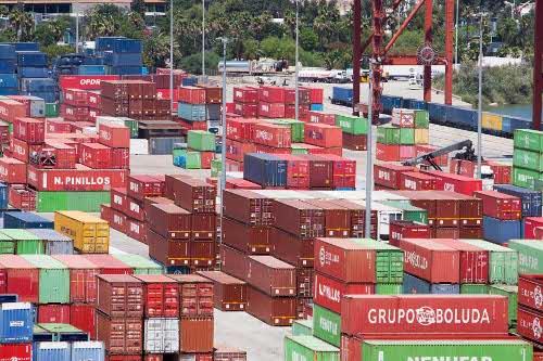 Contenedores de mercancías en las instalaciones del Puerto de Sevilla. / J.M. Paisano (Atese)