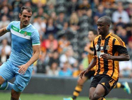 Amaya se encuentra con Aluko, autor del 2-0 / Hull City