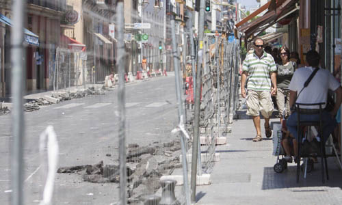 Sevilla 12 08 2013: Obra calle Feria, Amor de dios FOTO:J.M.PAISANO