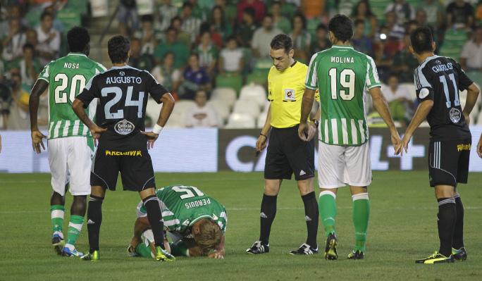 Perquis se duele de su lesión, el domingo ante el Celta / Real Betis