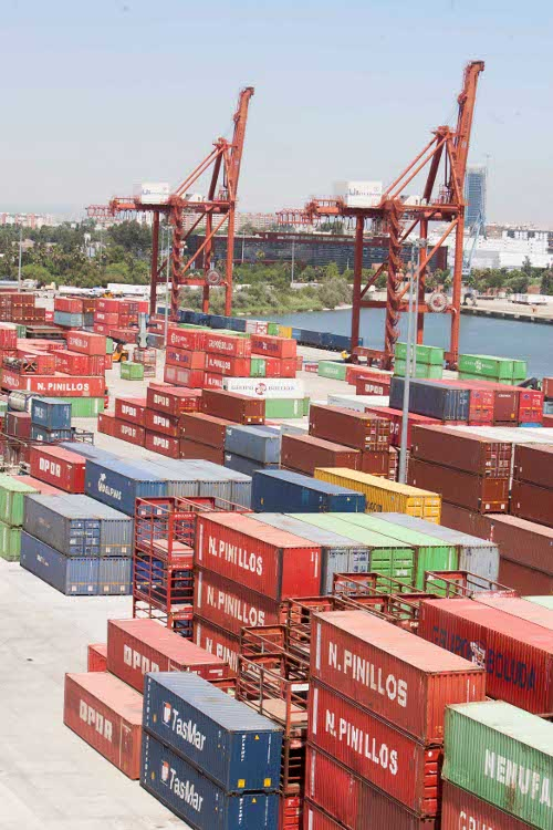 Contenedores en las instalaciones del Puerto de Sevilla. /. J. M. PAISANO (ATESE)