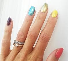 La atleta Emma Green subió una foto de sus uñas pintadas como el arco iris a una red social con el hashtag #pride (orgullo).
