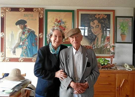 Anita Sevilla y Manuel Arjona, pareja artística desde 1947, posan entre recuerdos de una vida consagrada al baile flamenco en México.