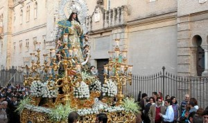La Inmaculada Concepción recorre habitualmente las calles del municipio en la jornada festiva del Domingo de Resurrección.
