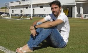 Jordi Figueras posa en la ciudad deportiva del Betis / Manuel R.R.