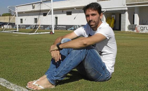 Jordi Figueras posa en la ciudad deportiva del Betis / Manuel R.R. (Atese)
