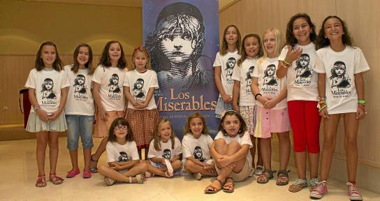Imagen de uno de los grupos de niñas aspirantes quer ayer optaron a formar parte de Los Miserables. /  Manuel R. R. (Atese)