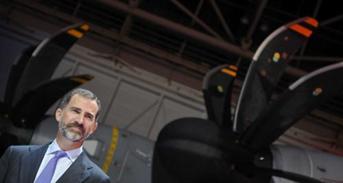 El Príncipe Felipe durante el acto de entrega en Sevilla, del primer A400M a Francia. Foto: EFE