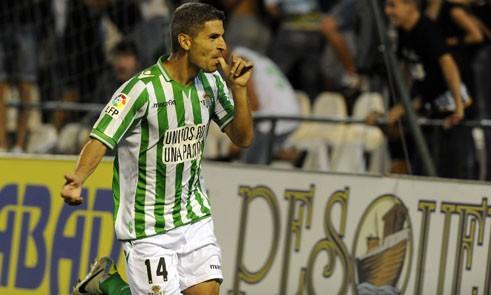 Salva Sevilla celebra su segundo gol contra el Valencia.